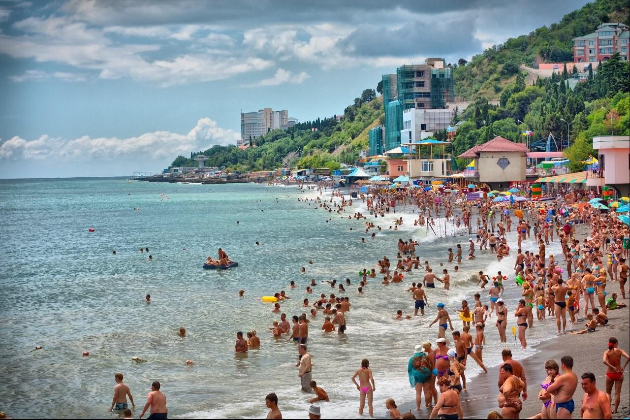 Почти 40% россиян хотели бы отдохнуть в Крыму летом