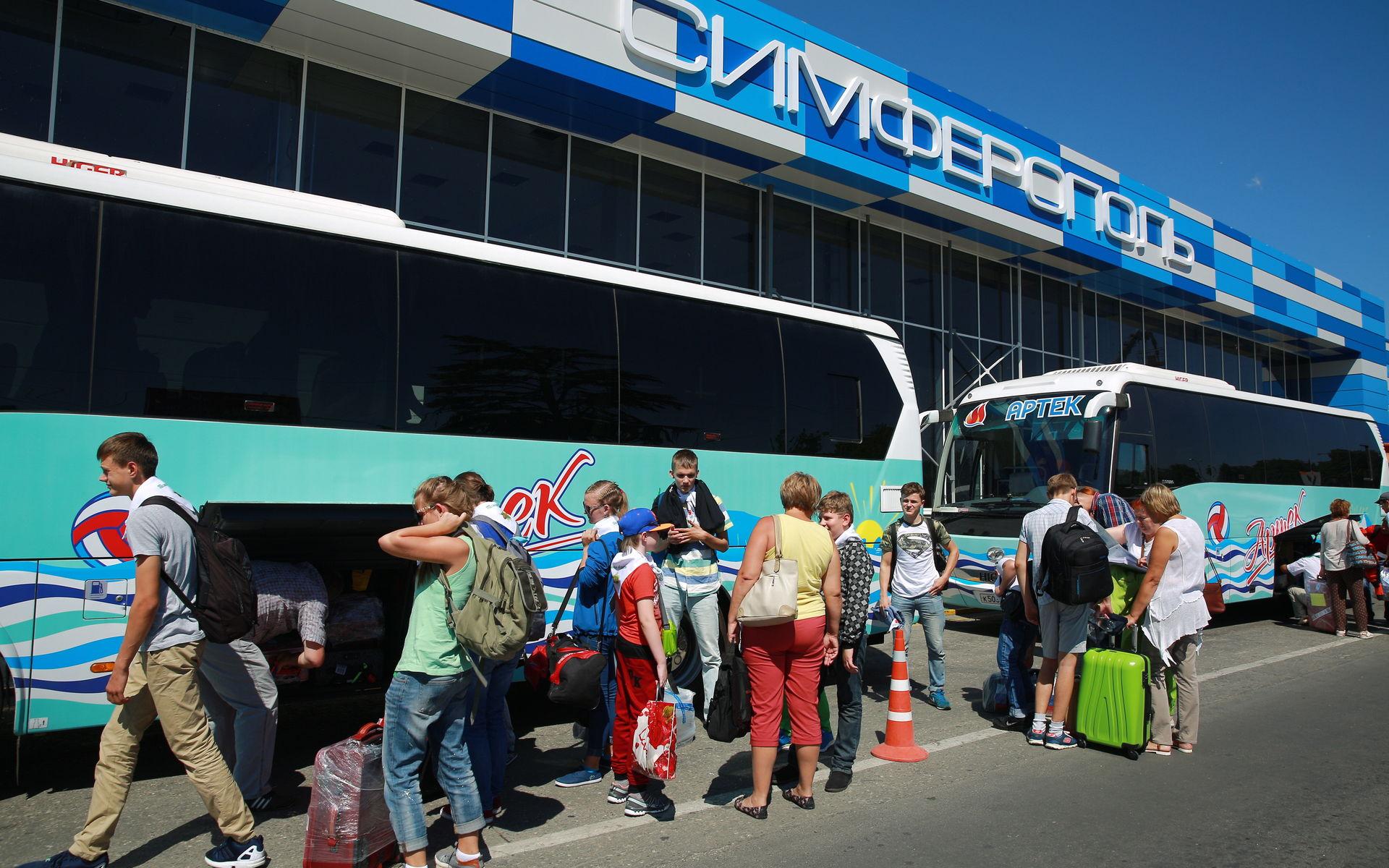 Билеты на автобусы начали продавать в аэропорту Симферополя