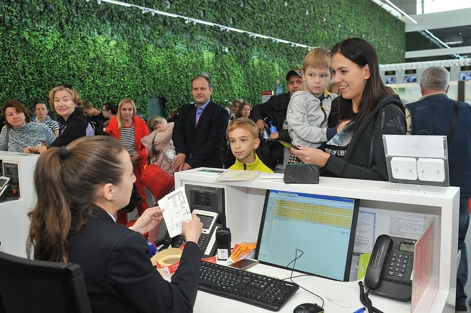 Миллионным пассажиром аэропорта Симферополь стал мальчик, летевший в Екатеринбург