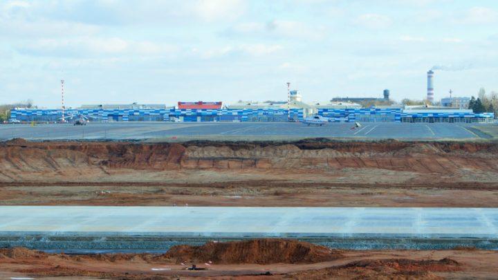 В аэропорту Симферополя строят новую ВПП